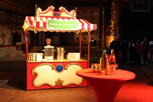 Stehtisch eventagent for Zirkus dekoration